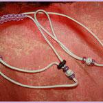 Showleine 110 cm mit integrierter Halsung, Kehlkopfschutz und Strassperlen. Mit Kordelstopp feststellbar. Farben: Cream und Lavender Pink