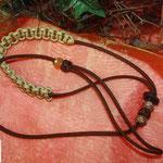 Showleine 80 cm mit integrierter Halsung, Kehlkopfschutz und Strassperlen. Mit Kordelstopp feststellbar. Farben: Walnut und Gold
