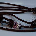 Showleine 100 cm mit integrierter Halsung, Kehlkopfschutz, Strass- und Glasperlen. Mit Kordelstopp feststellbar. Farbe Walnut