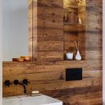 WC-Möbel in Fichte Altholz – Oberfläche gehackt, Foto Christian Laukemper