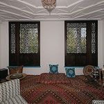 Schiebeläden im `arabischen Zimmer` in Nussbaum massiv
