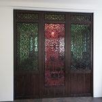 3-flg. Schiebetüre mit orientalischem Schnitzwerk zum arabischen Zimmer in Nussbaum massiv