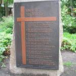 Der Stein mit den 10 Geboten auf dem Rathausvorplatz