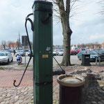 """""""Snack an de Pump"""" Fischpumpe am Markt"""