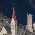 Stanzer Pfarrkirche und Ruine Schrofenstein