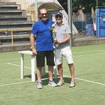 Massimo Reali con Dario Pezzoni che ritira il 4° premio per procura
