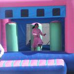 Jugando en los inflables