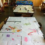 Zeichnungen und fertige 'Fantastische Inselwelt' bei der Abschlussausstellung