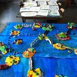 fertige 'Fantastische Inselwelt' und Zeichnungen bei der Abschlussausstellung