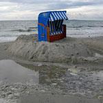 Strandkorb bei Schietwetter
