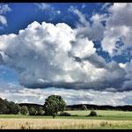 © Maike Stellbrink, Landschaft mit Wolken bei Andechs