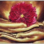 © Maike Stellbrink, Buddhas Hände mit Blüte
