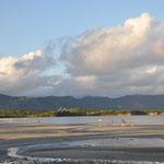 Baie de Magenta, avec le centre culturel Tjibaou au fond