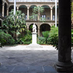 patio d'un hotel ou musée