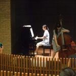 私も弾きました。伴奏は、大人のピアノの生徒さん。