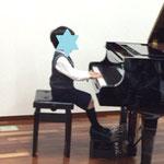 年長男の子のピアノ 市川市ノア音楽教室