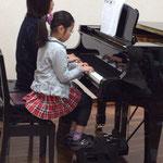 お母さまもドキドキ!親子ピアノ連弾 市川市ノア音楽教室