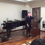 コントラバスとピアノ中学生の競演 子どもピアノクリスマス会 市川市ノア音楽教室