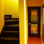 教室4階の入り口から入ってすぐの階段です。5階の教室で授業をしています。