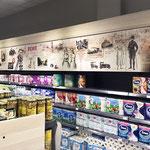 Wandgestaltung in einem Lebensmittelmarkt