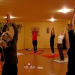 Yogaunterricht im 72m2 großen Seminarraum im Haus AHOM