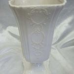 ローマン調白陶花瓶 W12 H17 D12