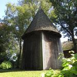 Der Glockenturm der Kirche