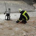 Vorbereitung zum Fettbrand, der zur Demonstration mit Wasser gelöscht wurde.