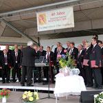 Der 32-Mann-starke Männergesangsverein Cäcilia, Schwürbitz umrahmte musikalisch die Rosentaufe