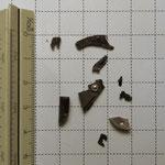各所(シャッターダイヤル、ファインダー、ボディー底部)の構造体(ダイキャストフレーム等)の破片