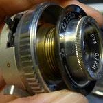 レンズとシャッターユニット(レンズのみを取り外す場合は、ここまで分解する必要がないことが分解してから解った。)