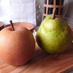 洋ナシのような梨と、同じ木から採れた梨