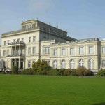 Die Villa Hügel in Essen war früher das Wohnhaus der Familie Krupp und dient heute unter anderem als Musen (© Route der Industriekultur)