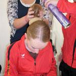 Jana und Mario machen Nicole die Haare :)