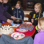 Lara hat Kuchen für alle mitgebracht!