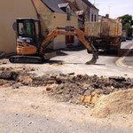 CAZORLA TP : mini-pelle en action pour des travaux de terrassement