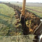 CAZORLA TP : pelle en action  pour des travaux de terrassement