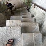 ...die Treppe hinauf eilte der Cornel, vor lauter Gier nach dem Schatz...