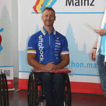 Tobias Knecht als Sieger bei der Siegerehrung