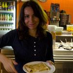 Mit Sonja im Blinkóm, einem Palatschinken-Restaurant. Von Schoko-Banane über Erdapfel-Pilze bis hin zu Kaviar sind alle Füllungen im Angebot.