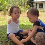 Francela mit ihrem Bruder Esteban