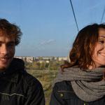 Mit Benni und Sonja per Seilbahn über die Wolga. Im Hintergrund die Stadt Bor.