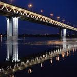 Die Metrobrücke über die Oka.