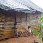 Haus mit Erdboden in Longo Mai