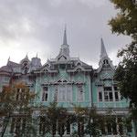 Die alten Holzhäuser von Tomsk sind berühmt.