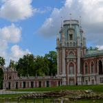 Teil des für Katharina II. erbauten Schlosses im Zarizyno-Park in Moskau.