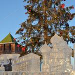 Kreml, Christbaum, Eisskulpturen am Ploschad Minina (Mínin-Platz).