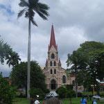 Iglesia de la Merced und eine der berühmten Steinkugeln in San José
