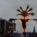 Verbrennung des Winters am letzten Tag der Masleniza (Woche vor Beginn der orthodoxen Fastenzeit).