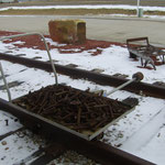 Eisenbahn-Kuriositäten vor dem Depot Inn